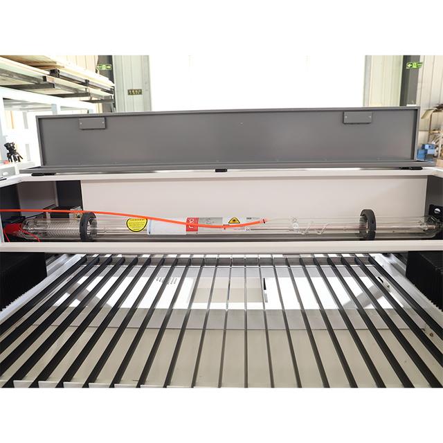 Machine à graveur laser
